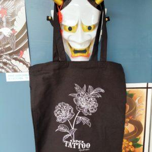 Oni_tattoo_lorient-Queven-Traditionnel-Old_school-Japonais-Tatouage_irezumi_trad_oldschool_panthere-noire-morbhan-guidel-ploemeur-gestel-quimperle_pivoine_sac-tote-bag-noir-pivoine